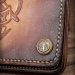 rumble59_leder-wallet-anker-sunburst_detail-knopf